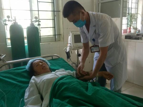 Bác sĩ BVĐK huyện Quản Bạ hiến máu cứu người bệnh